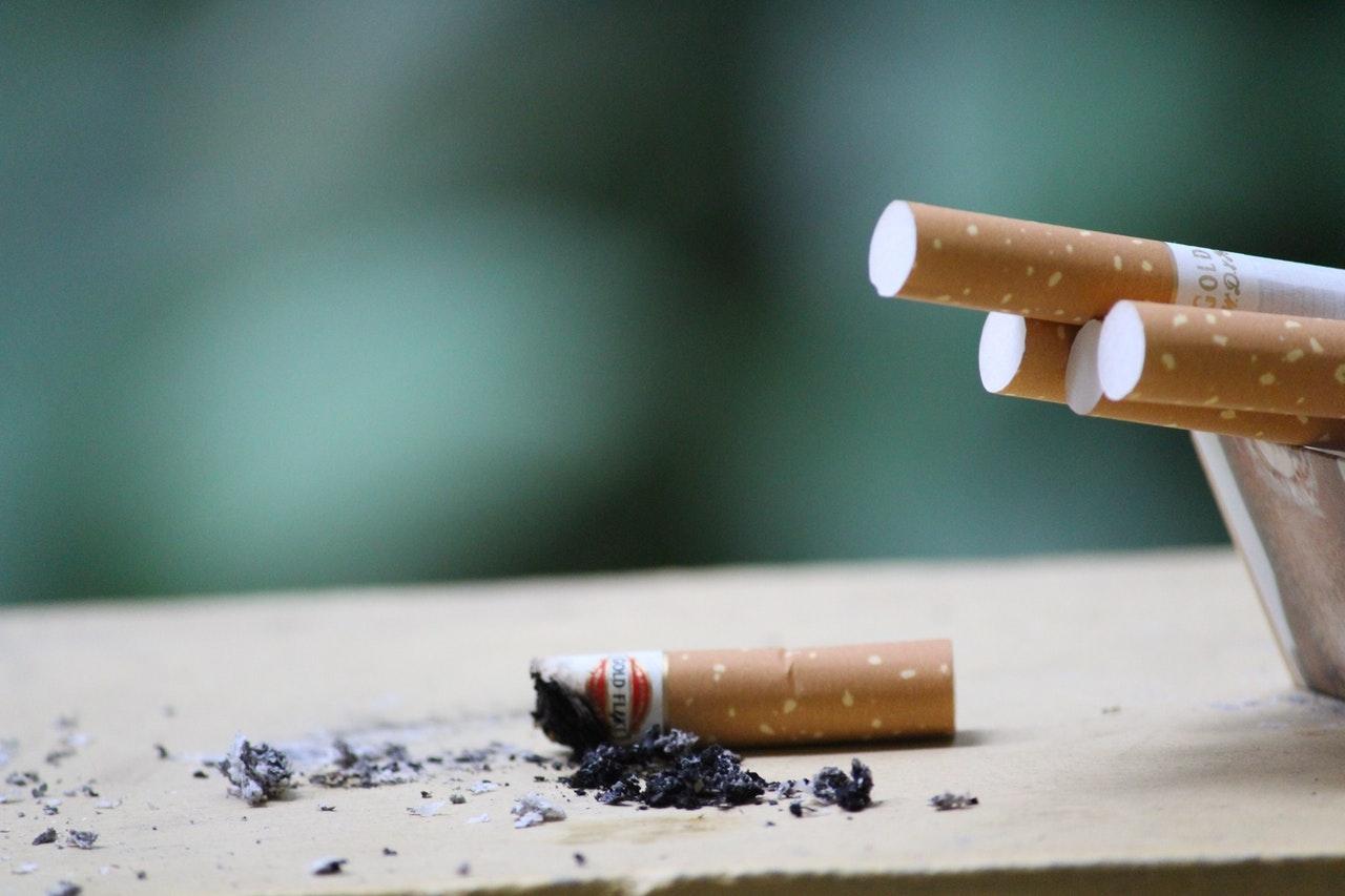 VIDEO: Percheziții în Ialomița la persoane bănuite de contrabandă cu tutun